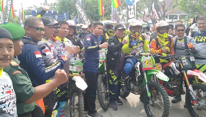 <p>Sebanyak 834 rider motor trail dari berbagai Provinsi turut meramaikan Jelajah Rimba Rokan Hulu (JRR) ke-7 Tahun 2019.</p>