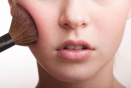 bersihkan-muka-dari-bekas-makeup.jpg