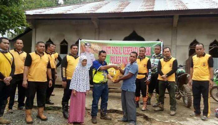 Polres Rohul dan Komunitas Motor Trail X-Tar Bhakti Sosial ke Dusun Sungai Bungo