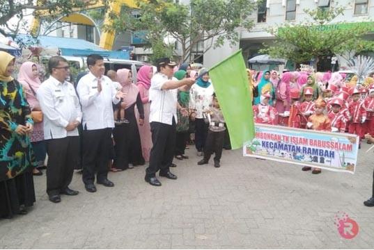 Panggung Gembira dan Karnaval 1000 Anak TK se-Rambah Meriah