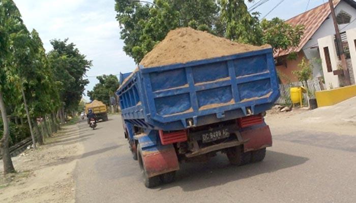 Dumtruk Bertonase Lebih di Rohul, Bupati : Jangan Melintas di Jalan kita!