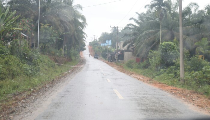 3 Jalan ke desa Sialang Rindang Sudah di Aspal