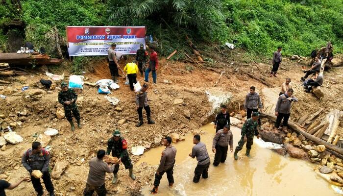 Kapolres Pimpin Patroli Karhutla ke Puncak Ranah