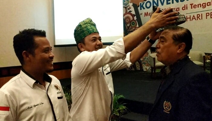 PWI Rohul Promosikan Tanjak Khas Rohul di HPN Surabaya