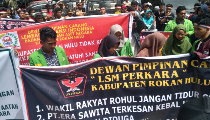 Ratusan Massa KOJOM Demo PKS Era Sawita Terkait Limbah