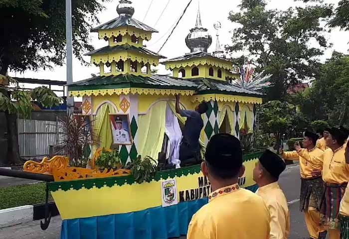 mobil-hias-peserta-pawai-mtq-37-riau-pekanbaru-rohul.jpg