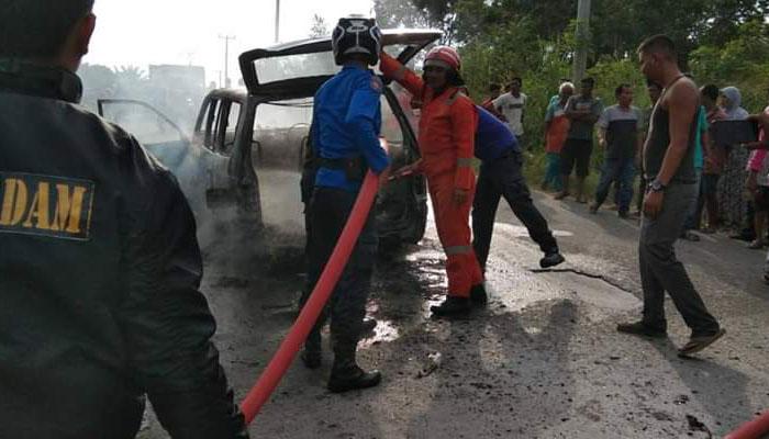 Mobil LGX hangus Terbakar, Tangan Supir terbakar
