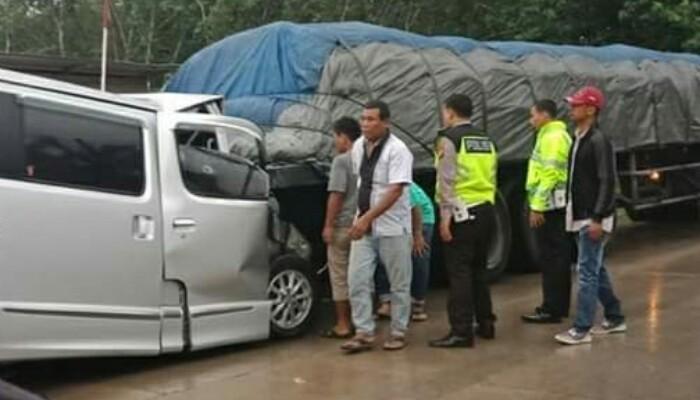 Tabrak Trailer Berhenti, Sopir Travel Asal Padang Meninggal di Simpang Kumu