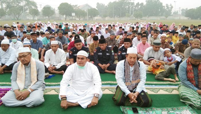Kabut Asap di Rohul : PT Eka Dura Indonesia Gelar Shalat Istisqo