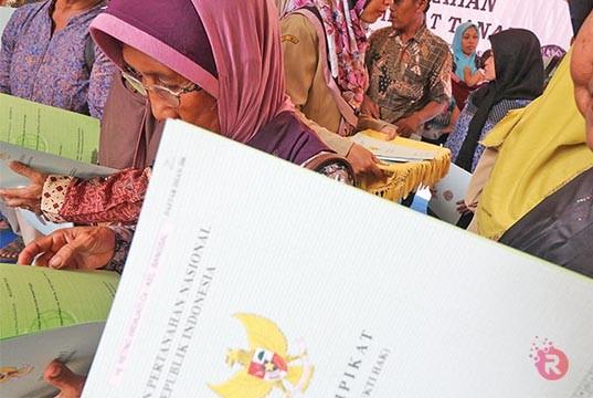 Bupati Rohul Serahkan 701 Sertifikat PTSL Untuk Warga Desa Kabun