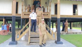 Bupati Sukiman Kunjungi, dan Melihat Peninggalan Sejarah di Istana Raja Rokan