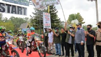 Bupati Sukiman Lepas Ratusan Rider di Ajang Riau Off Road Expedition