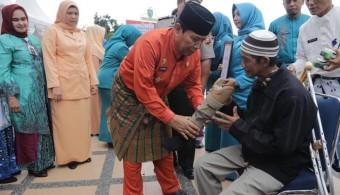Pemkab Rohul Salurkan Alat Bantu ke Sejumlah Penyandang Disabilitas