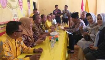 Sukiman Didampingi Istri Kembalikan Berkas Pendaftaran Cabup ke DPD II Golkar Rohul