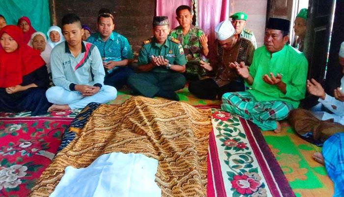 Danramil 02/Rambah Melayat Almarhum Veteran Pejuang Kemerdekaan RI